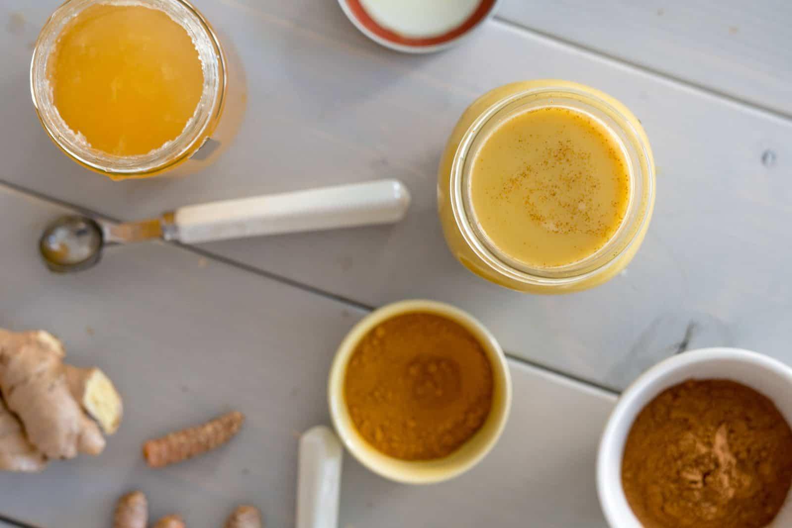 Agua Com Mel E Canela Beneficios goldenlatte ou leite dourado